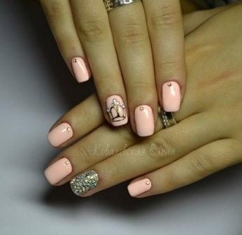 Фото ногтей с рисунком на безымянном пальце