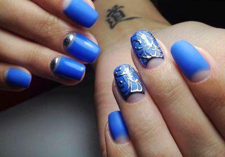 Маникюр с синим лаком варианты фото