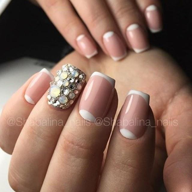 Нарощенные ногти квадратной формы с френчем